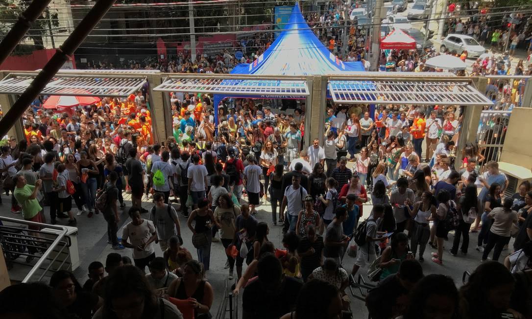 Abertura dos portões do Enem 2019, em São Paulo: educadores e especialistas acham que estudantes de escolas públicas podem ser prejudicados neste ano Foto: Edilson Dantas / Agência O Globo