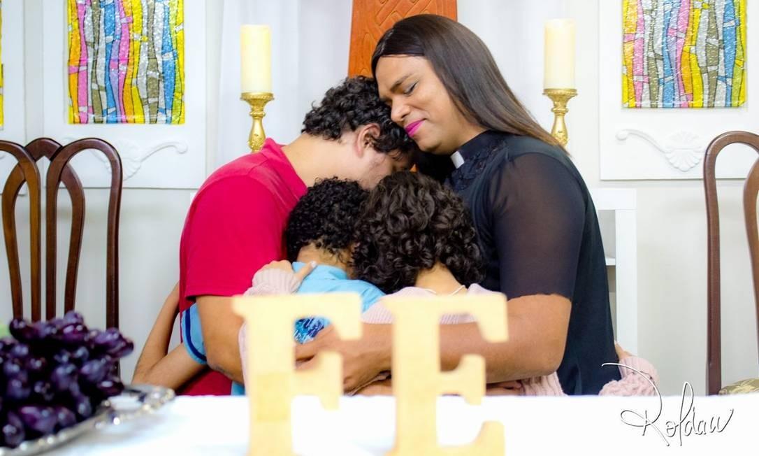 Alexya é mãe de três filhos adotivos: Gabriel, de 14 anos, Ana Maria, de 13, e Dayse, de 8 Foto: Arquivo Pessoal