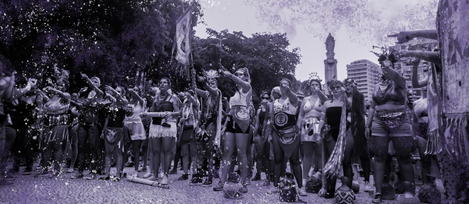 Bloco Mulheres Rodadas desfila desde 2015 trazendo pautas feministas para o carnaval Foto: Maria Isabel Oliveira / Agência O Globo