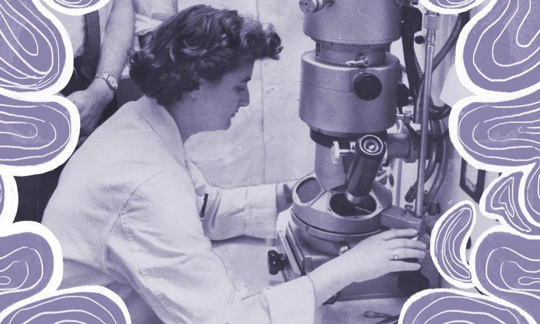 June Almeida com seu microscópio eletrônico no Instituto do Câncer de Ontário, no Canadá, em 1963 Foto: Reprodução/BBC/Getty Images
