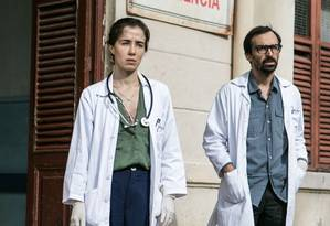 Marjorie Estiano e Julio Andrade, os protagonistas de 'Sob pressão' Foto: Globo/Raquel Cunha