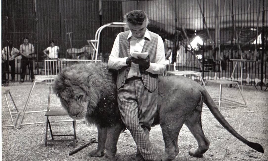 Orfei trabalhou em Circo desde os sete anos de idade e sempre impressionava as crianças e adultos com a tranquilidade com que lidada com animais ferozes como leões Foto: Arquivo