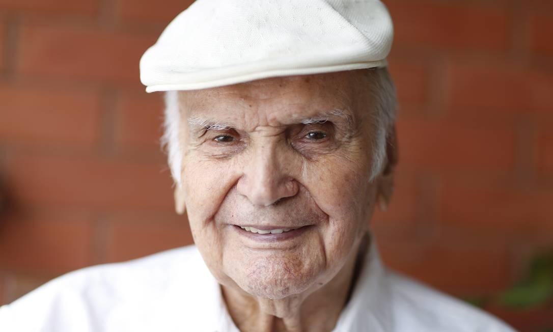 Orlando Orfei nasceu na Itália em 1920 e vive no Brasil desde o fim da década de 1960. A lenda do circo mundial é o tema do documentário 'Orlando Orfei — O homem do circo vivo', de Sylas Andrade Foto: Simone Marinho / Agência O Globo