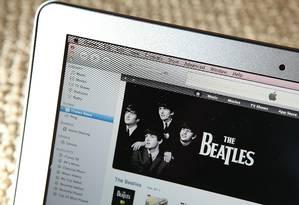 Muitos europeus não sabem que existem formas legais de se baixar música ou filme, segundo estudo Foto: Justin Sullivan/AFP