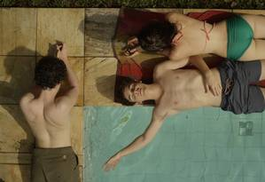Fabio Audi, Ghilherme Lobo e Tess Amorim no filme 'Hoje eu quero voltar sozinho', de Daniel Ribeiro Foto: Divulgação