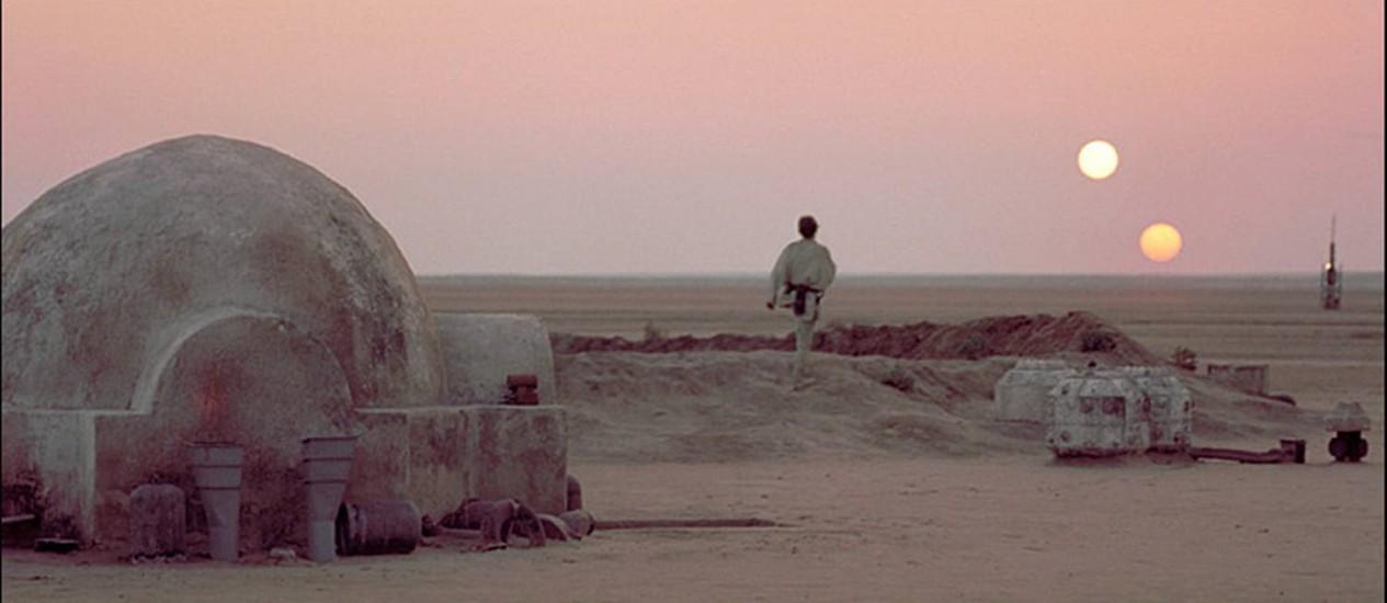 Luke Skywalker no planeta Tatooine, em 'Guerra nas estrelas' Foto: Reprodução