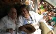 Gabriel García Márquez conversa com a mulher, Mercedes, ao chegar em Aracataca, em 30 de maio de 2007. Autor colombiano morreu nesta quinta-feira