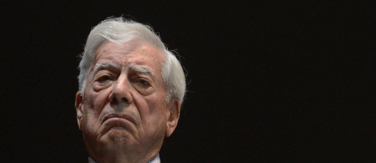 O escritor Mario Vargas Llosa durante a abertura da conferência 'América Latina, a liberdade está no futuro', um evento político organizado pela oposição venezuelana Foto: FEDERICO PARRA / AFP