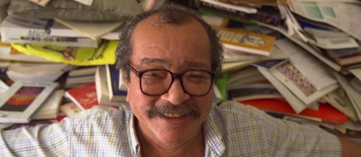 João Ubaldo Ribeiro, com seu sorriso peculiar, em foto de 1998 Foto: Marco Antônio Cavalcanti / O GLOBO