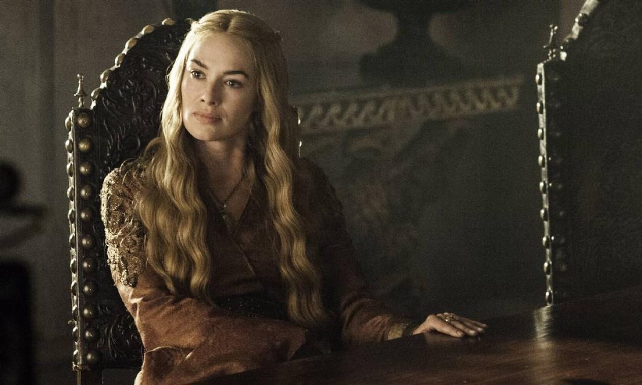 Com a morte de Joffrey e o exílio de Myrcella, Cersei Lannister fica cada vez mais paranóica. Assiste à coroação do filho Tommen, enquanto não mede esforços para garantir a condenação de Tyrion pelo assassinato do rei Joffrey. Protagoniza uma das cenas mais polêmicas da série: No velório do filho, forçada pelo irmão, cede e faz sexo com ele. Foto: Divulgação