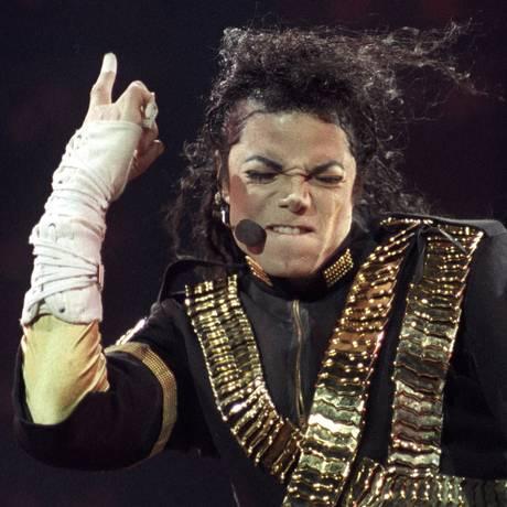 O cantor Michael Jackson, no show de São Paulo, em 1993 Foto: STRINGER / Reuters