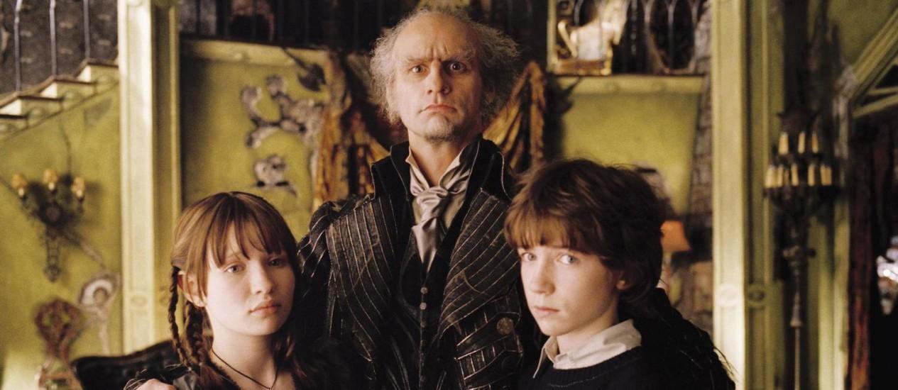 Jim Carrey como Conde Olaf no filme 'Desventuras em série', de 2004; história agora dará origem a uma série da Netflix Foto: Divulgação