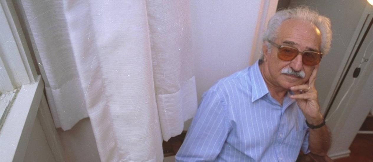 O poeta Manoel de Barros Foto: Mirian Fichtner / Agência O Globo