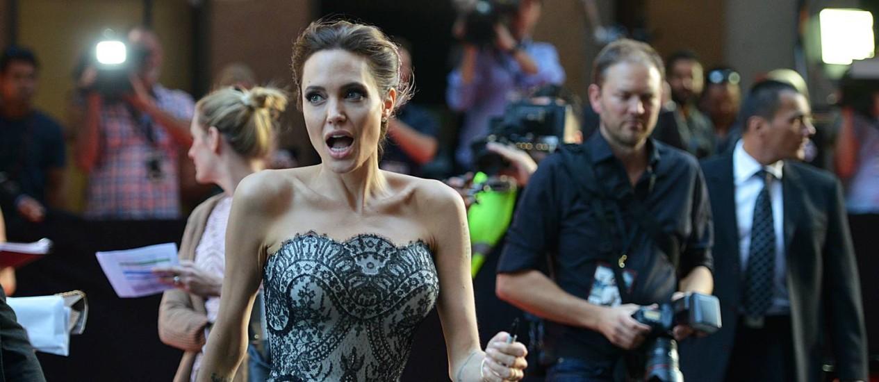 Angelina Jolie chega à pré-estreia de 'Invencível', em Sidney, na Austrália Foto: PETER PARKS / AFP