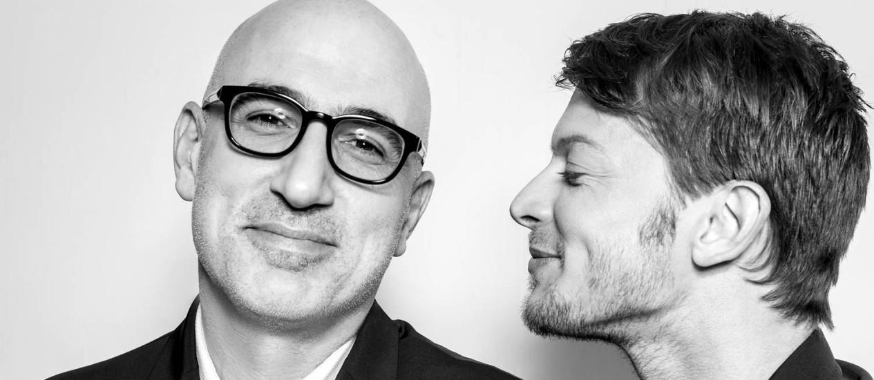 Eytan Fox (à esquerda) e Ofer Shechter, um dos atores de 'Cupcakes' Foto: Divulgação