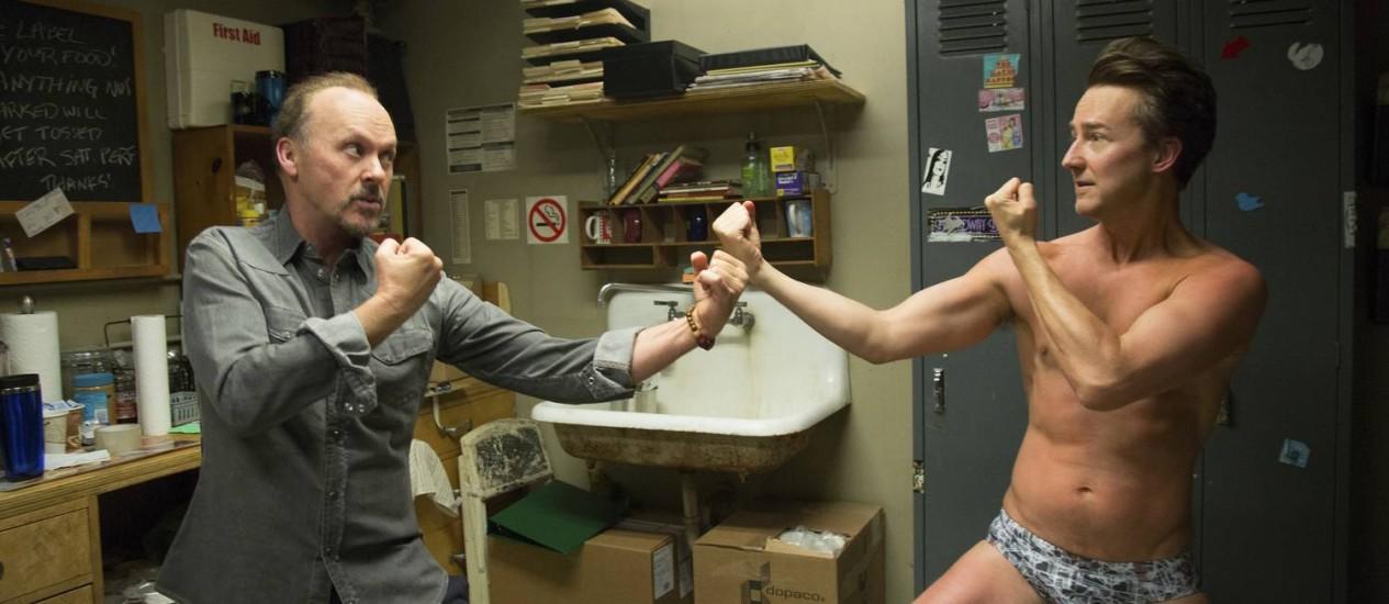 Michael Keaton e Edward Norton em cena de 'Birdman' Foto: Alison Rosa / AP