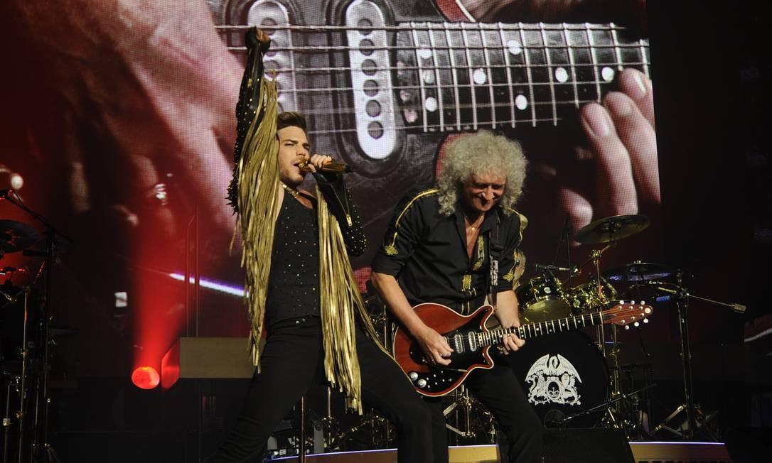 O cantor Adam Lambert e o guitarrista Brian May Foto: Divulgação