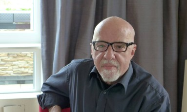 Paulo Coelho pede a leitores que comprem seus livros somente após leitura Foto: Divulgação