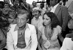 A atriz Laura Antonel e o ator Jean-Paul Belmondo, em foto de 1976 Foto: -- / AFP