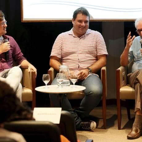 Pedro Paulo Malta, Bernardo Araujo e João Máximo no debate da Casa do Saber Foto: Marcos Tristão / Agência O Globo