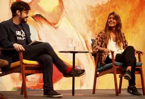Mesa com os poetas Mariano Marovatto e Matilde Campilho Foto: Gustavo Stephan / Agência O Globo