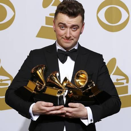 Sam Smith em fevereiro durante o Grammy Foto: MIKE BLAKE / REUTERS
