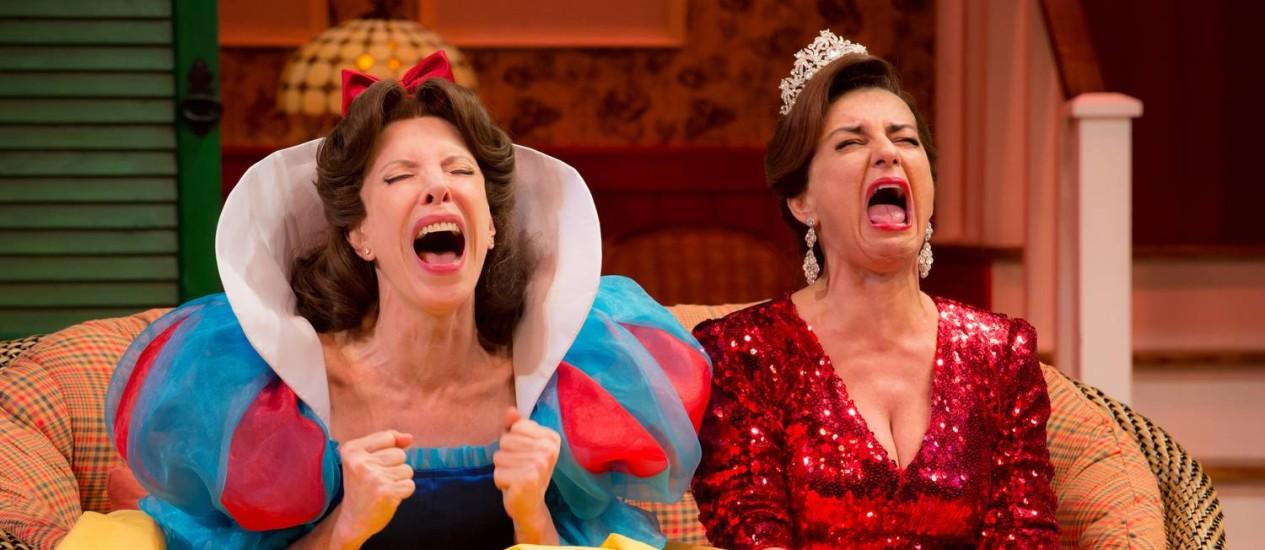 Duas irmãs. Marília Gabriela e Patrícia Gasppar em cenas de delírio e fantasia Foto: Divulgação/João Caldas