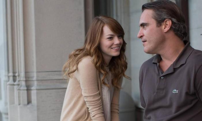 Emma Stone e Joaquin Phoenix em cena de 'Homem irracional' Foto: Divulgação