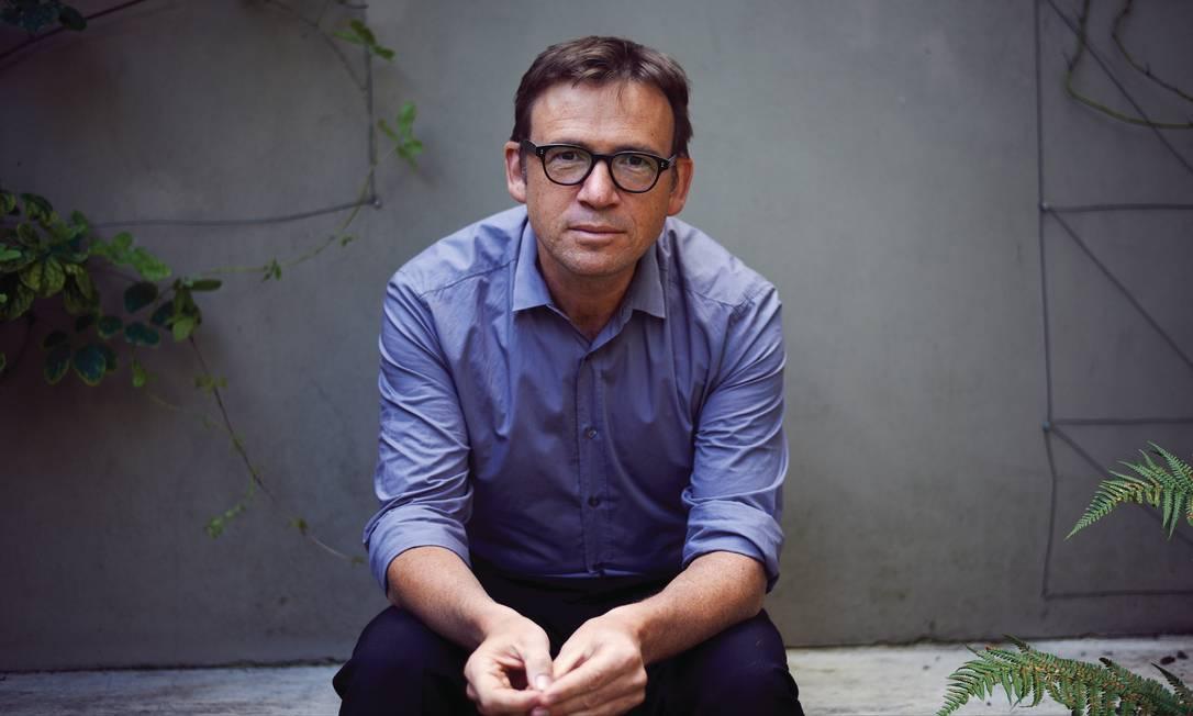O escritor David Nicholls Foto: HAL SHINNIE / Divulgação