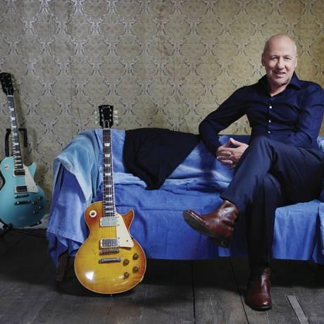 As guitarras Les Paul ficam bem na foto, mas Knopfler deixou para trás os velhos tempos de 'guitar hero' Foto: Divulgação/Mister Tom Bird