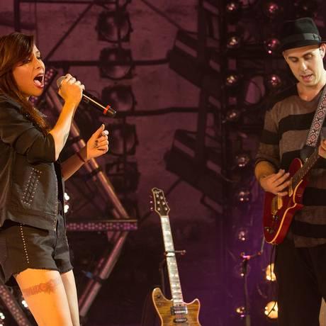 Pitty, uma das atrações do Rock in Rio em 2011, se une ao guitarrista Pedro Baby para cantar um antigo sucesso da mãe dele, Baby do Brasil Foto: Divulgação / Marcos Hermes