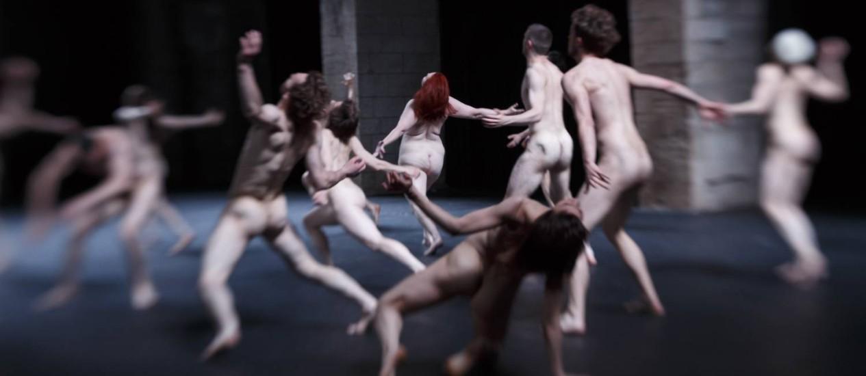 Alguns dos 18 bailarinos em cena no espetáculo 'Tragédie', que mistura revolta e erotismo Foto: Christophe RAYNAUD DE LAGE / Divulgação/ Christophe RAYNAUD DE LAGE