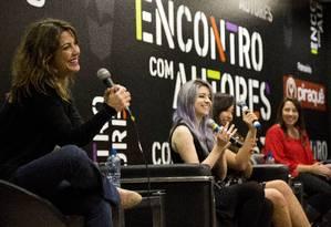 Da esquerda para a direita, as autoras Talita Rebouças, Babi Dewet, Bruna Vieira e Paula Pimenta. Foto: Mônica Imbuzeiro / Agência O Globo