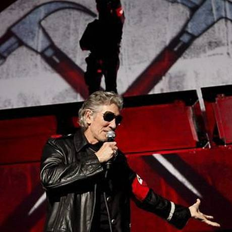 Roger Waters em show no Engenhão em 2012 Foto: Mônica Imbuzeiro / Agência O Globo