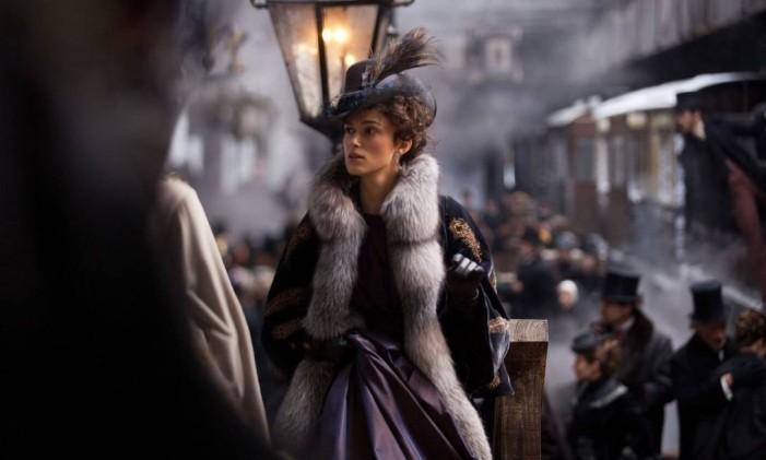 A atriz Keira Knightley, no filme agraciado com o Oscar de melhor figurino Foto: Divulgação