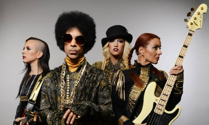 Prince com a 3rdeyegirl, banda da apoio com quem fez turnê em 2013 Foto: Divulgação