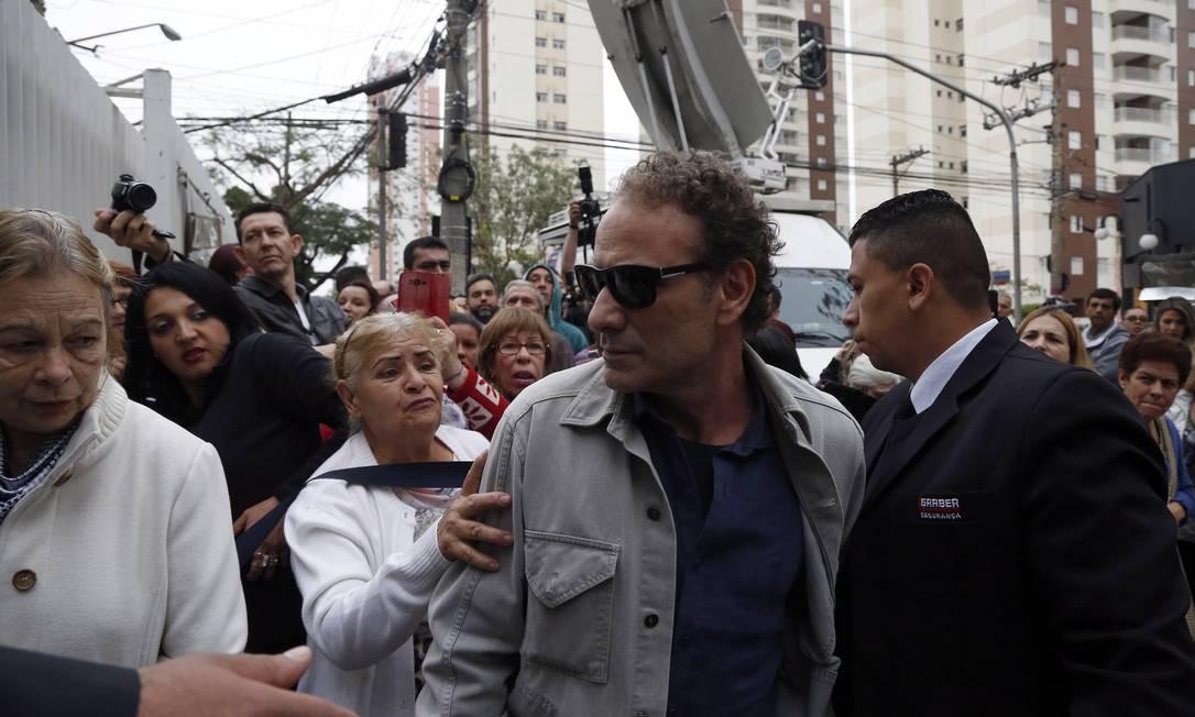 O ator Marco Ricca foi um dos primeiro a chegar ao local Edilson Dantas / Agência O Globo