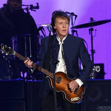Paul McCartney, em apresentação no festival Desert Trip, na Califórnia, em 2016 Foto: KEVIN WINTER / AFP