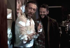 O ator Vincent Cassel com o diretor Selton Mello no set de 'O filme da minha vida' Foto: Divulgação/Paula Huven