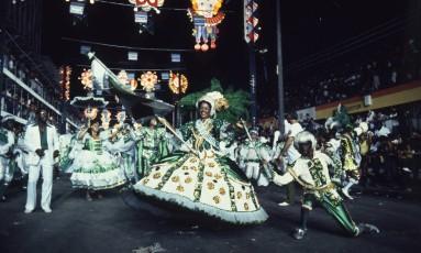 Desfile de 1982: Império Serrano ganhou o carnaval com o samba 'Bum bum paticumbum prugurundum' Foto: Luiz Pinto / Agência O GLOBO