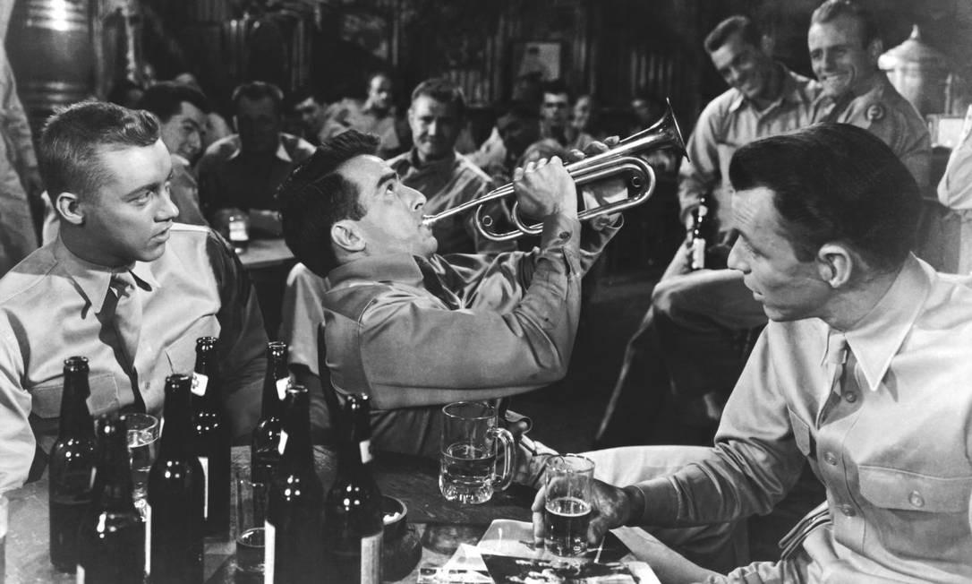 Em 1953 a academia deu oito prêmios ao filme de Fred Zinnemann: fotografia em preto e branco, melhor filme, atriz coadjuvante, diretor, montagem, som e roteiro adaptado. Frank Sinatra venceu o prêmio de ator coadjuvante. Foto: Divulgação