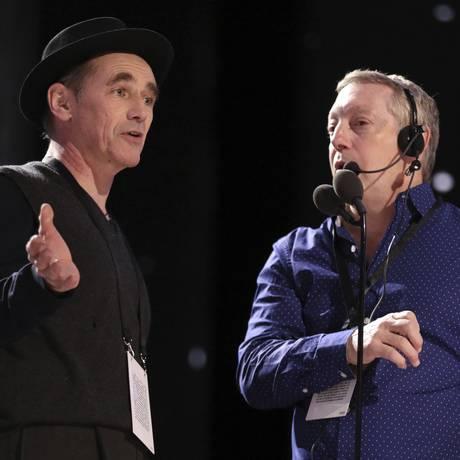 O chefe da produção do Oscar, Gary Natoli, ao lado do ator Mark Rylance, durante ensaio da cerimônia Foto: Matt Sayles / Matt Sayles/Invision/AP