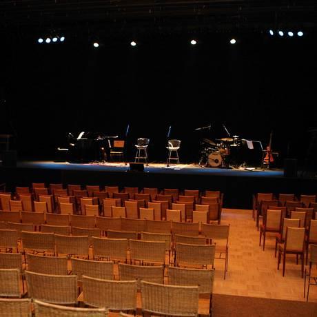 Teatro Tom Jobim foi inaugurado em setembro de 2008 Foto: Simone Marinho / O Globo