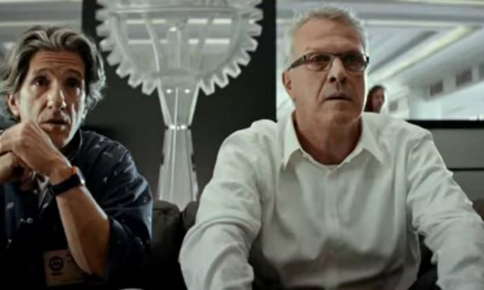 Pedro Bial (à direita) em 'Bingo' Foto: Reprodução