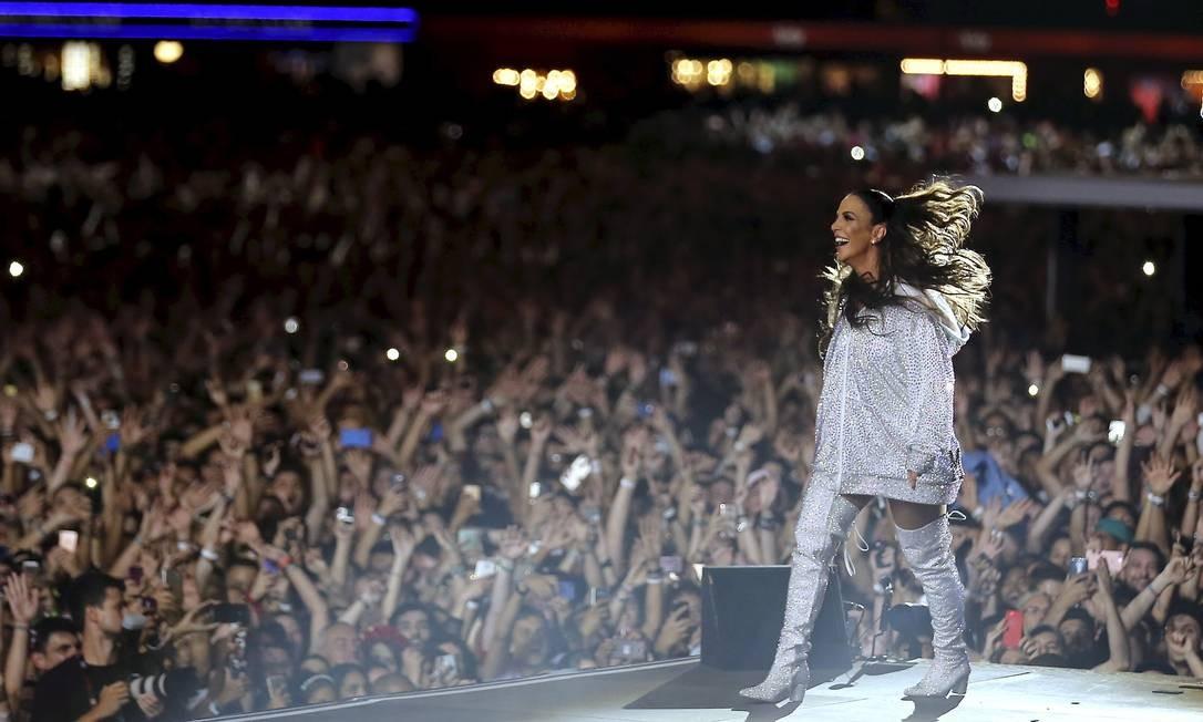 Ivete Sangalo fez o público pular e dançar no show de abertura do palco Mundo Foto: Marcelo Theobald / O Globo