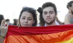 Os irmãos Monique Taiá e Renan Araújo, ambos gays, protestam contra 'cura gay' Foto: Agência O Globo
