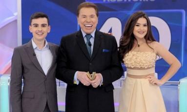 Dudu Camargo, Silvio Santos e Maisa Silva Foto: Reprodução