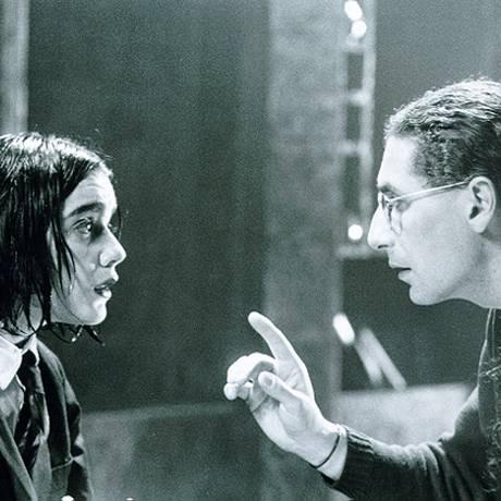 Bete Coelho e Gerald Thomas nos ensaios de 'Um processo', em 1988 Foto: Reprodução