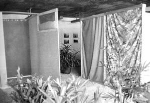 Obra 'Tropicália', de Hélio Oiticica, montada na exposição 'Nova objetividade brasileira', em abril de 1967 Foto: DIVULGAÇÃO / DIVULGAÇÃO