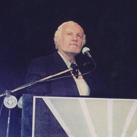 O poeta Marcus Accioly, em foto de 2002 Foto: Divulgação